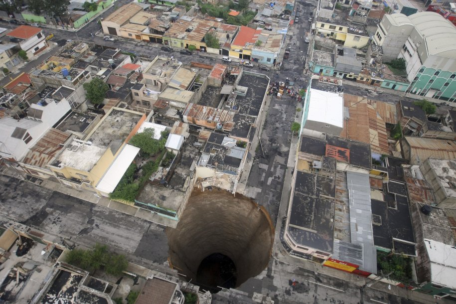 tropical-storm-agatha-created-this-crater-in-guatemala-city-in-may-2010